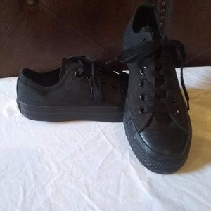 New converse.womans 7.5,black! Great deal!
